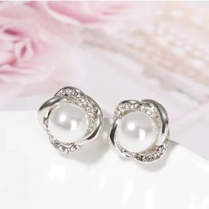 Jewelry - New Pearl 18KT white gold studs